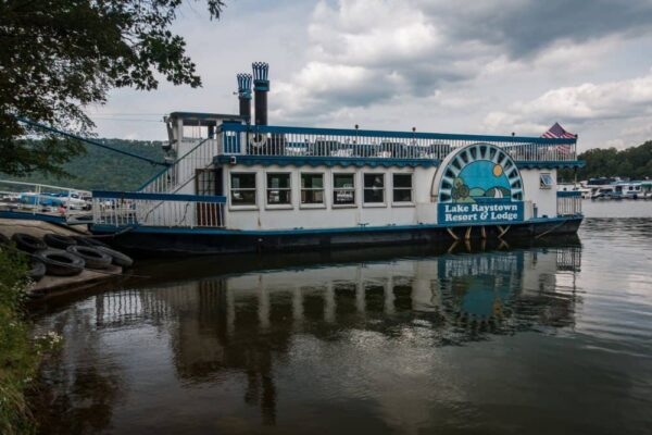 Proud Mary Showboat at Lake Raystown Resort.