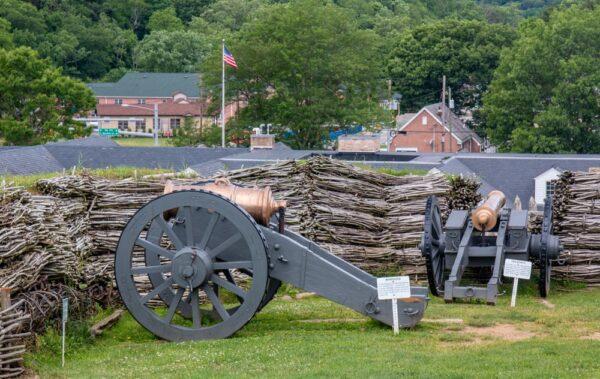 Fort Ligonier canons in Ligonier, PA