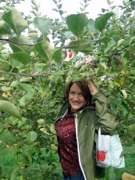 Woman going Pennsylvania apple picking