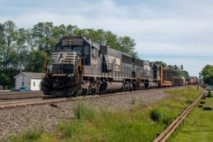 5 Incredible Train Watching Spots Near Altoona, PA