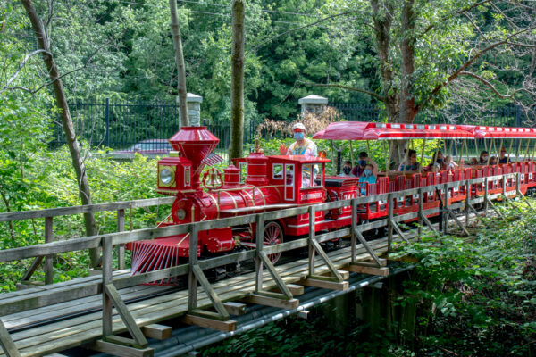 The Safariland Express crossing Mill Creek at the Erie Zoo